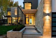 Fachadas / Imagens de casas com um estilo contemporâneo, muito vidro, muita volumetria e iluminação natural e artificial.