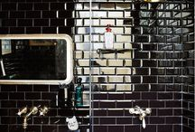 Bathrooms We Like / Beautiful bathrooms, our favourite designs for renovations or if you are thinking of undergoing a design remix of your home.