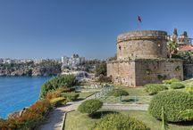 Turkije / Een vakantie naar Turkije is meer dan zon zee en strand! Wist u dat Turkije vroeger ´kleine Azië´ genoemd werd? Of dat de Turkse keuken op de derde plaats staat in de culinaire wereldranglijst? U zult versteld staan van de veelzijdigheid die Turkije te bieden heeft. Kiest u voor Turkije als vakantiebestemming, dan kiest u niet alleen voor de zon, de zee en prachtige stranden, maar ook voor cultuur, avontuur, authenticiteit en rust in ongerepte natuur.