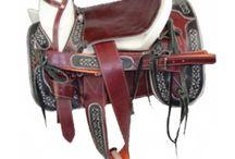 Monturas Charras De Venta / Sillas de montar occidentales están hechos por el cuero, construido para montar a caballo durante largos períodos de tiempo, mientras que el pastoreo de caballos. Hace más cómodo para los caballos para llevar a los corredores a través de largas distancias.Es muy seguro tanto para los jinetes y caballos.