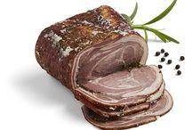 Økologiske charcuteri varer / Knuthenlund producerer en række økologiske charcuteri varer fra vores fritgående får, køer og grise. Du kan købe dem i vores netbutik.