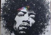 """BLUES EUA JIMI HENDRIX / James Marshall """"Jimi"""" Hendrix (nascido Johnny Allen Hendrix; Seattle, 27 de novembro de 1942[1] – Londres, 18 de setembro de 1970) foi um guitarrista, cantor e compositor norte-americano. É considerado o melhor e maior guitarrista da história do rock,[2] [3] [4] [5] e o mais importante e influente músico de sua era, em diversos gêneros musicais."""
