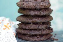 Healthy Raw/Vegan Desserts / by Rebeca Manning