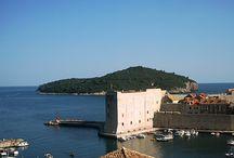 Dubrovnik w Chorwacji / Powszechnie się mówi że Dubrownik to Perła, Adriatyku - nie bez powodu więc zdjęcia z tego miasta najczęściej widnieją na okładkach przewodników turystycznych po Chorwacji.
