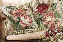 La Delmadom Pillows