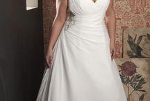 Callista / Bruidsjurken voor de volslanke vrouw, Te koop bij Emb-Fashion in Bussum.