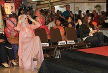 Fashion Show Bandung Hijab Fast / Boutique ini menjual berbagai produk pakaian wanita import dan beberapa produksi sendiri, hasil rancangan pemilik boutique, Lia Soraya.