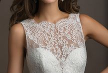 Our Favorite Sweetheart Neckline Wedding Dresses / A Valentines day treat: Check out our favorite sweetheart neckline wedding dresses