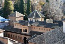 Conoce la Alhambra/ Know the Alhambra / La Alhambra es un lugar que nos invita a sentir. Un espacio dinámico en el que el tiempo transcurre con gran sutileza. La percepción de nuestros sentidos se agudiza. Y nos dejamos ganar por el silencio que nos permite percibir cada rumor, cada paso. Te invitamos a descubrirla / by Alhambra de Granada