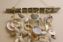 Shell Crafts / Shells are beautiful and fun to collect, but then what can you do with them? Here are the best ideas to use shells for cool crafting projects!