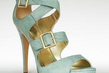 feet pretties / by Jessica Lowe