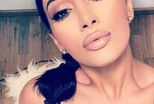 M a k e - u p / We're make-up obsessed and whether it's a wing liner look, blown out smoke, instagram brow or perfect pout we are taking inspiration from these glamorous looks!