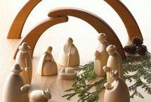 Pesebres creativos / La navidad ya es inminente, tienes el árbol navideño, tus adornos pero quizás no has pensado en un importantísimo detalle: la representación del nacimiento de Jesús.  En la actualidad existen creativos pesebres creados a partir de diversos materiales: como fieltro, crochet, porcelana, madera, etc., hermosas ideas que puedes implementar para decorar ese lugar especial del hogar.  Aquí te dejamos estas novedosos pesebres.