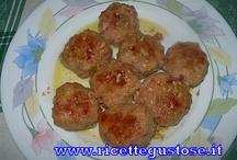 Secondi piatti - Polpette, ricette polpette , ricette polpettoni / Tante ricette gustose per fare le polpette e i polpettoni https://www.ricettegustose.it/Categorie_ricette/Polpette_index.html