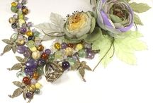 Collares ,prendas, accesorios con Flores