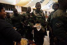 Tensión en Kenia  / Efectivos de las fuerzas militares kenianas tomaron control del centro comercial Westgate de Nairobi (capital). El recinto fue  asaltado el pasado sábado por miembros de la milicia radical islámica somalí Al Shabab, acción que según cifras oficiales ha dejado varios muertos y cientos de heridos.