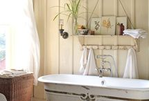 bathrooms / Interesting bones of vintage look in thr bath