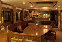 Hotel Yacht 'Miro' in Maastricht. / Luxe vier sterren hotel Yacht 'Miro' in Maastricht. Een perfect en bijzonder alternatief op een reguliere hotelovernachting. Het hotel Yacht ligt in de historische haven 't Bassin nabij de oude binnenstad.