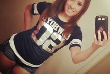 Sexy Sports Fan Selfies / A collection of pics featuring sexy women dressed in support of their favorite sports team. If you enjoy babes and athletic competition, this board should be a little slice of heaven.