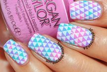 Awesome Nails / I love these, I think I might try some later.