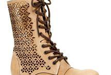 Lindos zapatos / by Erica Ramos de Zapana