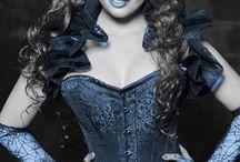 W niebiesko-czarnym kolorze. ..