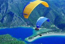 Kaş Otel Yamaç Paraşüt Aktiviteleri / Kaş yamaç paraşütü için yeryüzü şekilleri ve iklim açısından Türkiye'nin en uygun yerlerinden bir tanesidir.Kaş Türkiye'de Ölüdeniz'den sonraki en önemli yamaç paraşütü merkezidir. Kaş otellerine kalkış noktasının oldukça kısa bir mesafede olması ve Kaş'ın muhteşem coğrafi güzelliği sayesinde bu aktivite son yıllarda oldukça popüler hale gelmiştir.