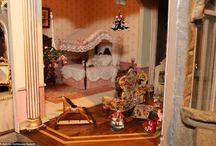 Dolls' houses/toys