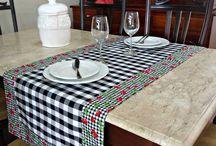 Caminho de mesa e toalha