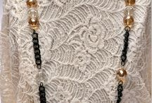 Collar largo / Collar cadena eslabones en negro con perlas grandes de cristal.