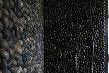 камень на стенах