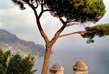Dolce vita & Riviera / l'Italie, la Riviera française et italienne, les loggias, les persiennes, les fontaines, l'art de vivre à l'italienne