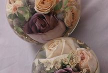 flower preservation paperweights / A lovely keepsake of wedding flower preserved and enclosed into hand made paperweights