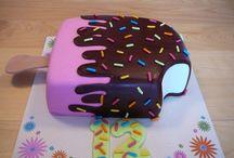 Cake Design Girl / Voila une idée de déco de gâteau pour célébrer un anniversaire très girly.