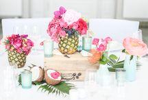 tropische Hochzeitsdeko - tropical wedding / Voll im Tropen-Trend: Exotisch, flippige Hochzeitsdekoration in purple, fuchsia, mint, rosa und gelb. designed by www.tischleinschmueckdich.de