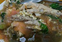 Seblak Ceker / Seblak adalah Makanan khas Bandung varian dari  kerupuk yang terbuat dari tapioka.