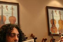 """Francia Italia Violin & Viola / Francia - Italia フランチャ・イタリア  最高のコストパフォーマンスと楽器としての価値を両立させた作品が遂に登場しました。  """"Francia-Italia""""とは正に「フランス - イタリア」の意味で、楽器本体をフランスで ニス及び最終仕上げをイタリアで施しました。 本体はフランスの職人が時間をかけて手作りで製作、ニスに至っては手塗りで25回以上も塗り重ねるイタリア伝統の手法。 量産作品などでは決して費やす事の出来ない程の時間をかけ、得られないニスの輝きと奥深さを実現しました。 楽器本体には熟成ヨーロッパ材を使用し Maestro:Raffaello Di Biagio(マエストロ:ラファエッロ・ディビアッジョ)が隆起やパーフリングはもちろん細部に至る部分にまで徹底的に監修しましました。倍近い価格帯の新作イタリアンと比べても甲乙つけ難く引けを取らない抜きん出た性能を誇ります。"""