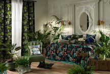 Rainforest / Ob Vorhang oder Möbelstoff, wunderbare Materialkompositionen aufwendig bestickt, paradiesisch bedruckt und exzellent gewebt – eine Hommage an den Meister der Dschungelromantik.