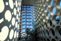Miami / Die Architektur in Miami ist geprägt von den Art Déco Elementen der 20er Jahre und modernen Glasbauten.  Der Guide jetzt: http://www.blogger-bazaar.com/2015/11/30/miami-architecture/