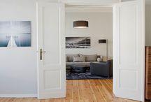 """wohnzimmer modern Berlin / """"Hier fühl ich mich wohl - hier will ich sein - dies ist mein neues Zuhause. Mein Lebenstraum wird wahr."""""""