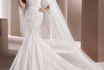 La Sposa / Die klassische Linie – modern gestylt Tolle Schnitte, leichte Extravaganz, einfach etwas Besonderes.  La Sposa-Kleider sind Träume aus schönsten Spitzen, traumhaften Silhouetten und fantastischen Schleppen; so wie man sich sein Brautkleid als kleines Mädchen gewünscht hat. In einem La Sposa-Kleid fühlt sich eine Braut wie eine Prinzessin.