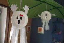 Halloween spøkjelse / Bruk kvite papptallerkne, svart tusj og kvitt papir til hender og kvitt silkepapir til føter