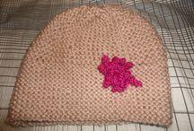 Gorros y Bufandas / Diferentes modelos y colores de gorros y bufandas para combatir el frio...