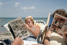 Reading the newspaper / Lovely pics of various people reading newspapers, a dying art