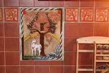 Kachličky do kuchyně - www.keramika-dum.cz / Originální ručně ryté a glazované kachličky do kuchyně s vlastními motivy nebo motivy vyrobenými na přání zákazníka. Česká tvorba - Keramika pro domov, www.keramika-dum.cz.