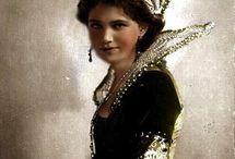 Najkrajsia je ta etruska koruna...ta princess nikdy taky potmehudsky usmev nemala.