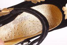 MİNİMEN ORTHOPEDİC BABY SHOES / %100 Dana derisinden üretilmiştir Tamamen natürel malzemeden, hijyenik şartlar göz önüne alınarak imal edilmiştir Belçika menşeli, paslanmaz metal aksesuarlar kullanılmıştır Minimen Ayakkabı da tüm ürünler ayak sağlığınıza uygun olarak tasarlanmış, anatomik ve ortopedik taban kullanılmıştır.