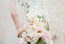 Bryllup / Disse smukke billeder er brude buketter  som vi ville kunne lave på bestilling ,kontakt Pernille Thiele blomster   Tlf 35384320 .