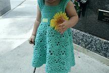 vestidinho de croche e chapéu para menina