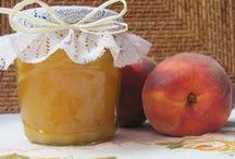 Einkochen und Einmachen / Einkoch Rezepte bzw. Einmach Rezepte sind sehr beliebt, da diese Speisen über längeren Zeitraum verzeert werden können.